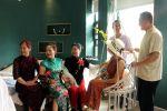 枫林晚旅居社团——静枂摄影社团首次拍摄老年艺术照